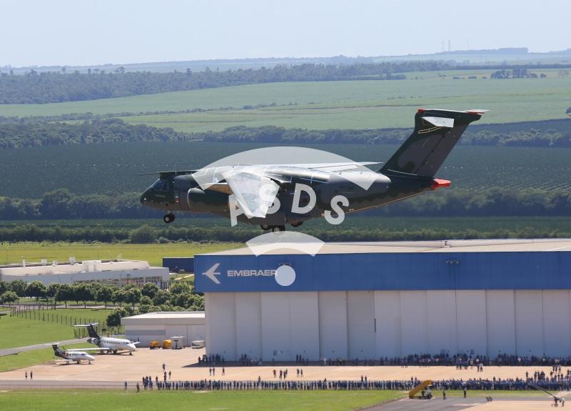 KC-390 takes maiden flight