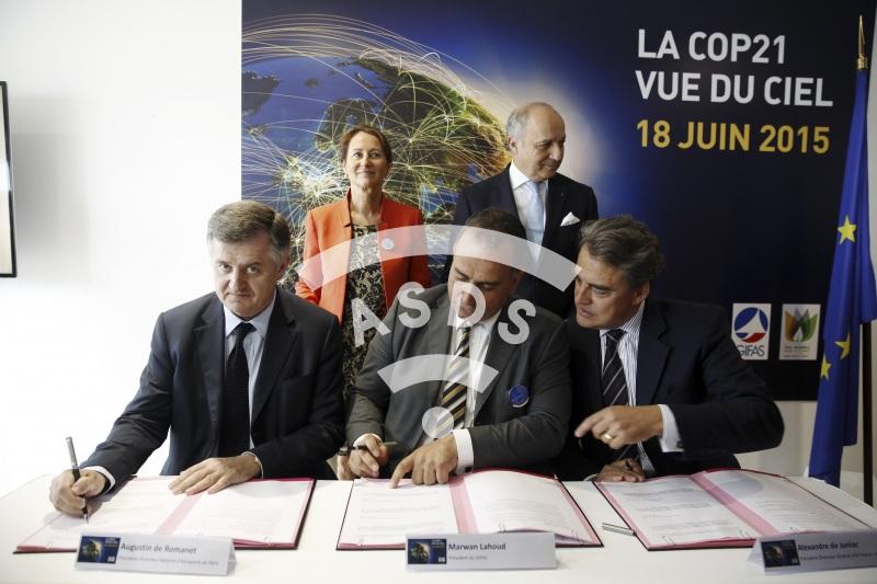 A. de Romanet, M. Lahoud, A. de Juniac,  L. Fabius and S. Royal