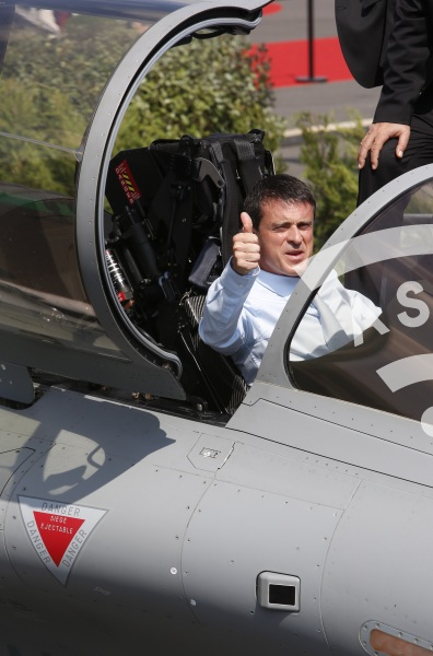 M. Valls in the Rafale