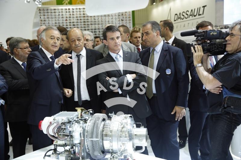 M. Valls, M. Lahoud, avec Ph. Petitcolin