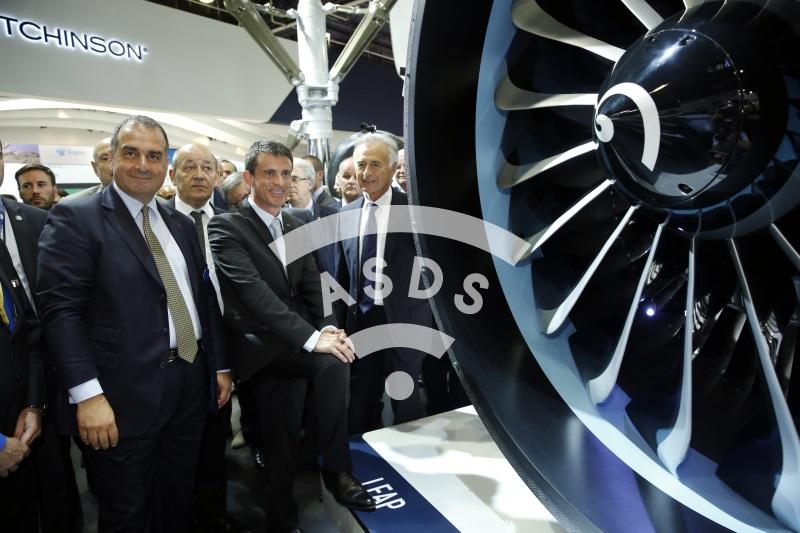 M. Valls, M. Lahoud avec Ph. Petitcolin