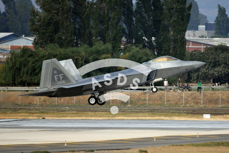 F-22 take-off at FIDAE 2016