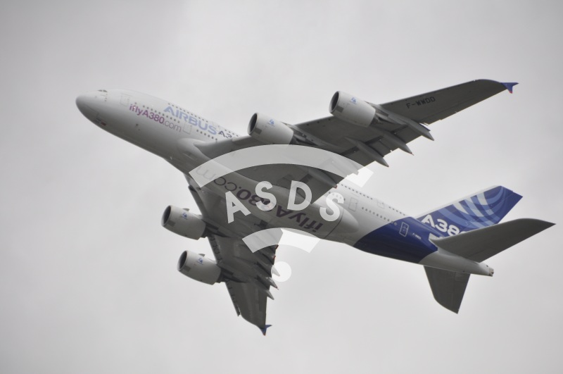 Airbus A380 at flying display in Farnborough