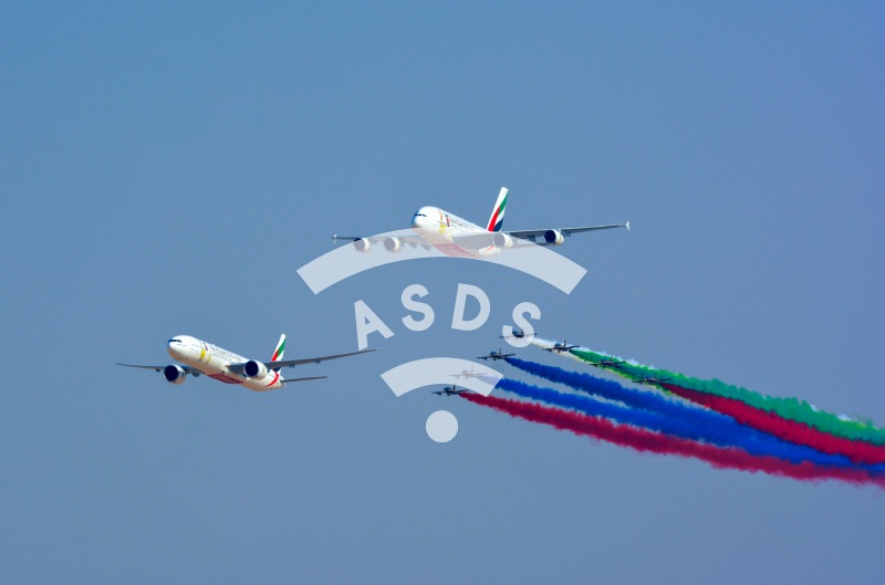Emirates 777 and A380 open Dubai Airshow with Al Fursan