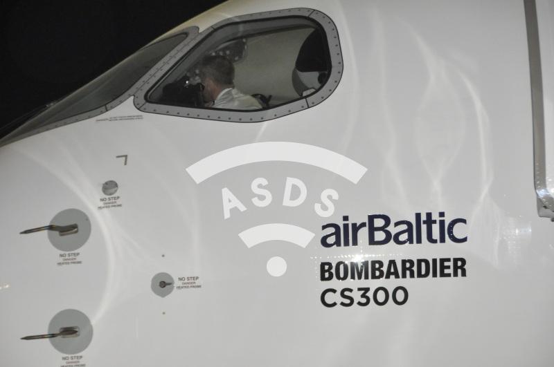 airBaltic CS300 cockpit