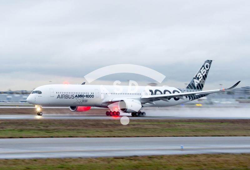 A350-1000 demo tour takeoff
