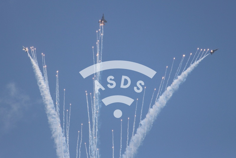 RSAF F-15SG and F-16D releasing flares at Singapore Airshow