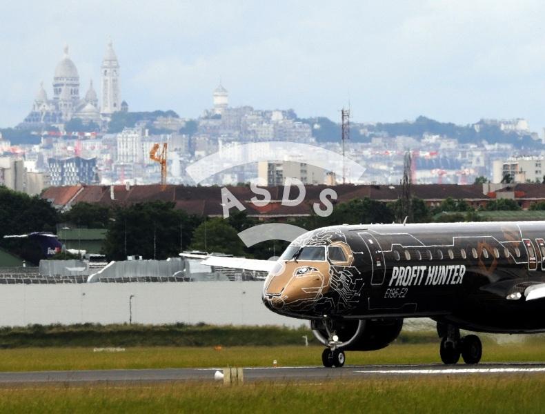 Embraer E195-E2 landing at Paris Le Bourget