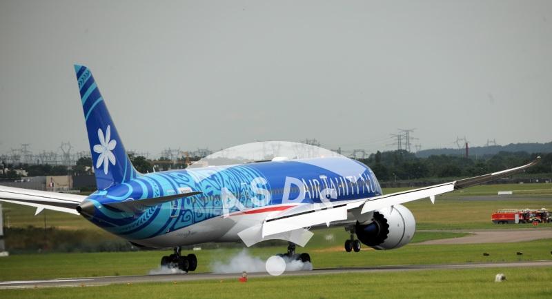 Boeing 187-9 Tahiti Nui landing at PAS 2019