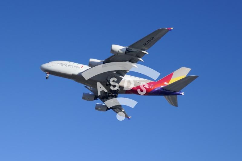 Asiana A380 landing